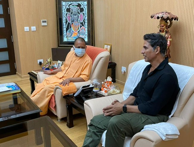 Akshay Kumar with cm yogi aditya nath
