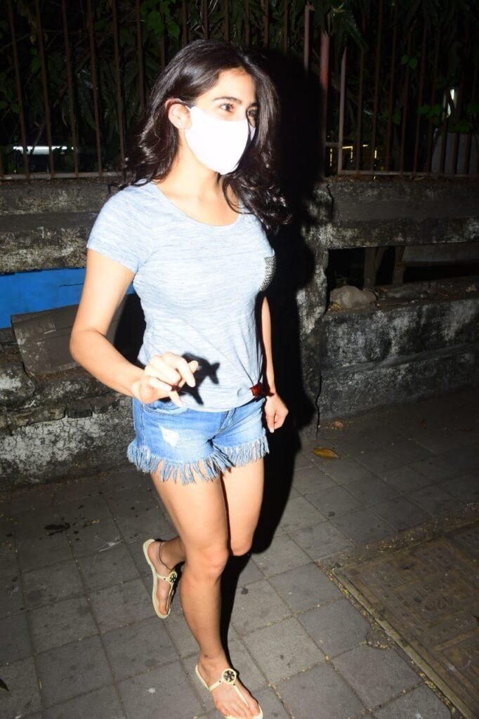 Sara Ali Khan clicked at Kromakay Salon in Juhu.